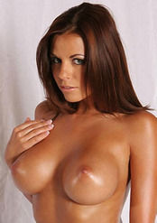 Round Boobed Nicole Graves Shows Pussy